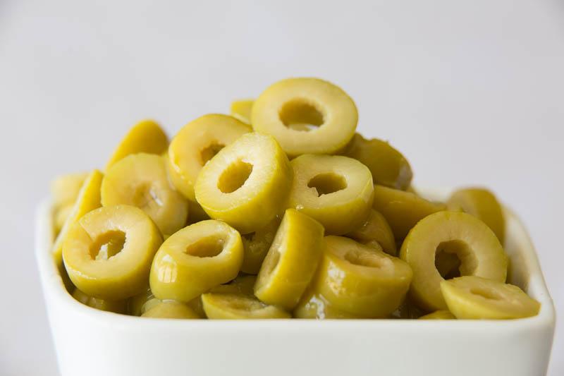 sliced green olives - 800×533